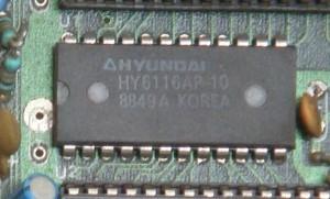 De cate feluri este memoria RAM - Memorie SRAM - Hyundai_RAM_HY6116AP-10