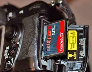 Modele constructive ale memoriei RAM - CF Card de 1 GB montat in Nikon D200