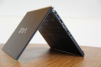 laptop in v
