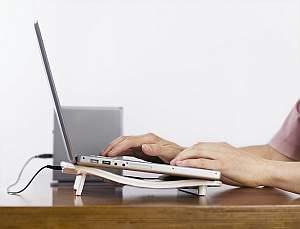 supraincalzirea laptopului - prevenire prin cooler